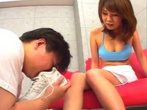 【AshioNA DVD】 Must-see foot odor mania! Bloomers girls steak and smell sneakers with shoes koki